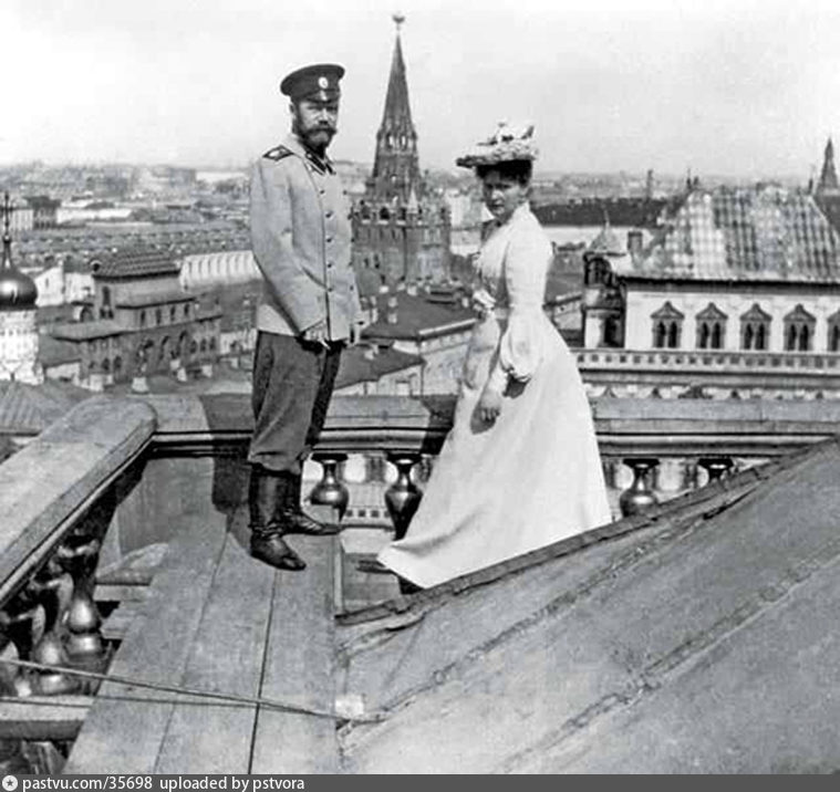Николай с супругой на крыше московского здания