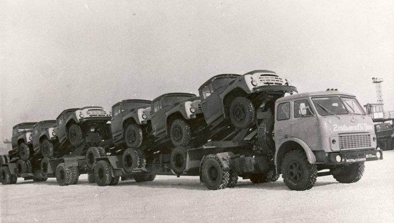 МАЗ-5429 и грузовики ЗиЛ-130