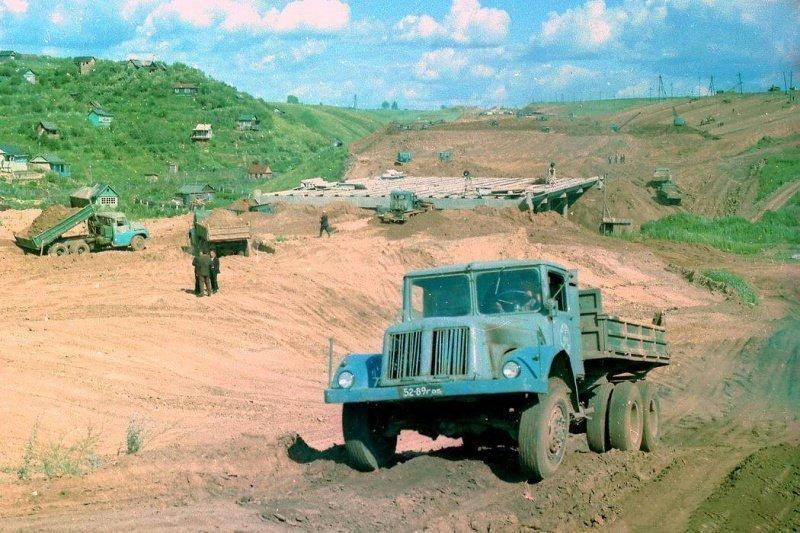 """Tatra-T111 на 210 лошадиных сил.  Подобные грузовики делали и для """"вермахта"""""""
