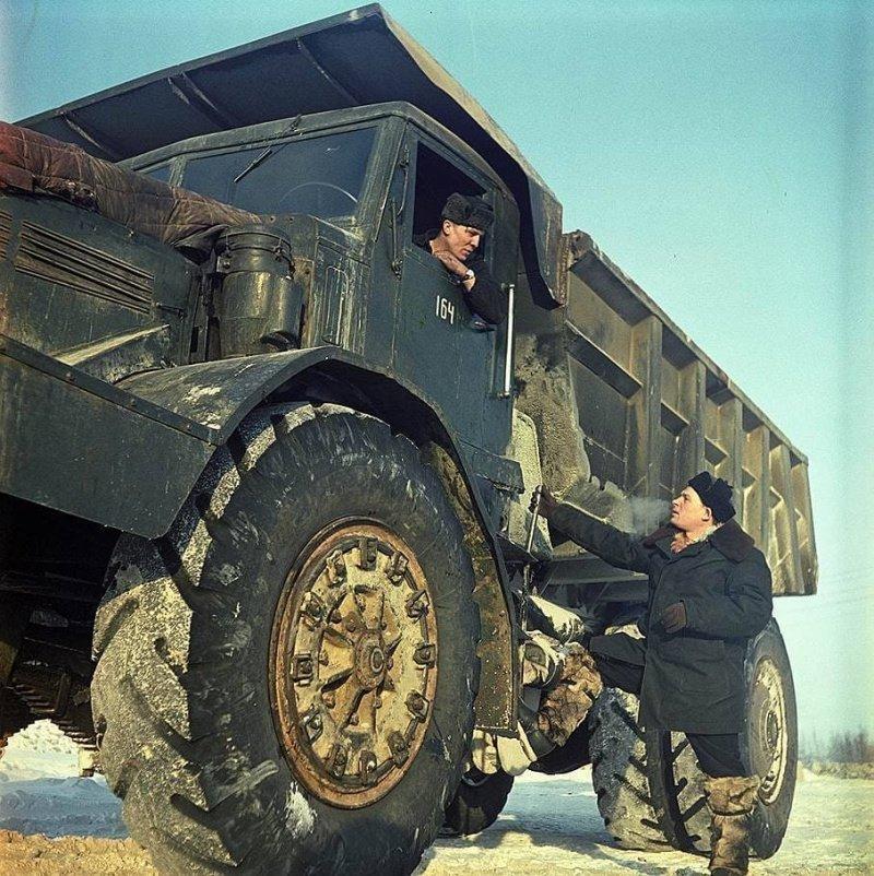 """Карьерный самосвал МАЗ-525 участвует в освоении алмазной трубки """"Мир"""""""