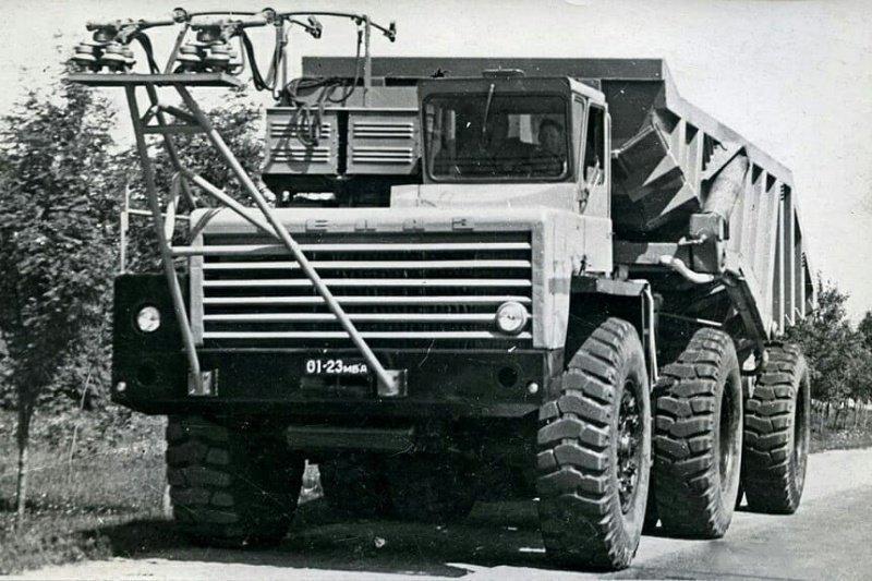 Карьерный автопоезд БелАЗ, одна из первых моделей