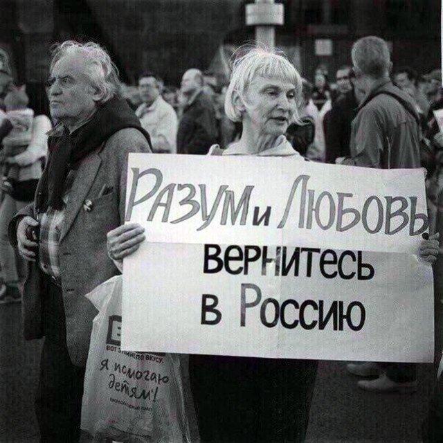 Фотограф-футурист сделал постановочные снимки России через 20 лет. Митинг-протест должен будет выглядеть как-то так.