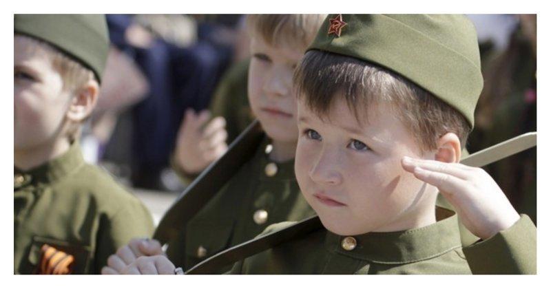 Без паники: Депутат предложил ввести в школе военную форму