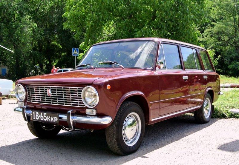 Машина для поездок на советскую дачу - ВАЗ 2102
