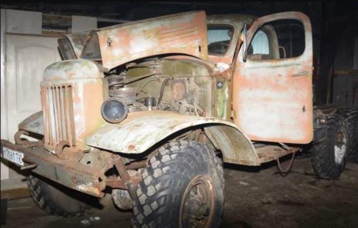 Умельцы за 11 месяцев превратили старый ЗИЛ в боевую машину «Катюша»
