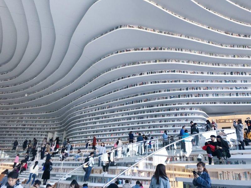 """А это библиотека """"Тяньцзинь Бинхай"""" в Китае"""