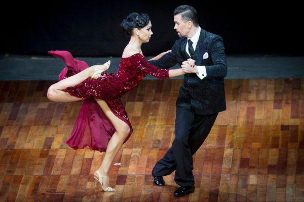 2 российских танцора произвели фурор на родине танго