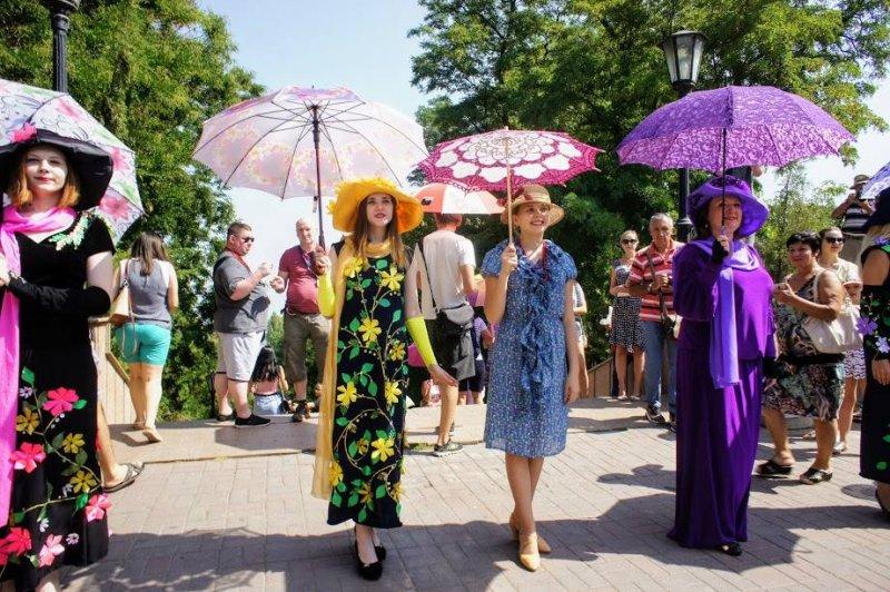 Наша зонтичная леди: Таганрог отпраздновал день рождения Фаины Раневской