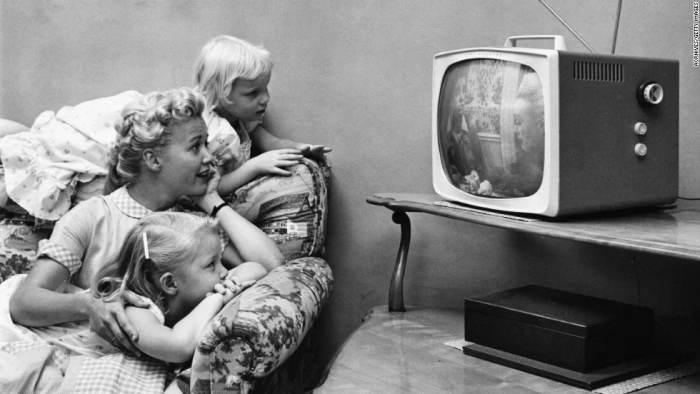"1. Вращающийся телевизор ""Не сломай шею"""