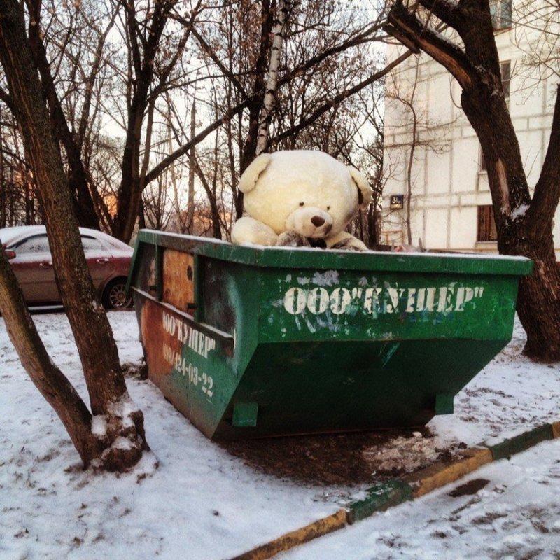 В Москве игрушки настолько большие, что для жизни каждой нужно устанавливать целый мусорный бак.