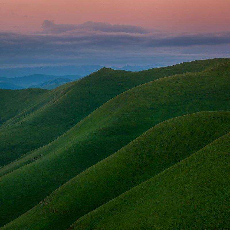 Ставропольский край, Кавказские горы, покрытые травой как вельветом
