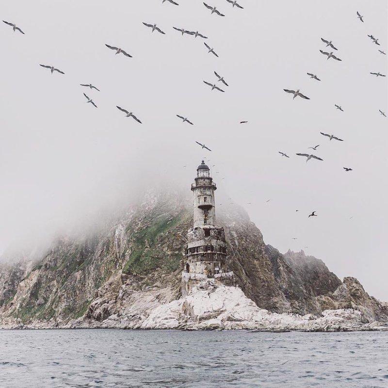 А это остров Сахалин, 31-метровый маяк Анива