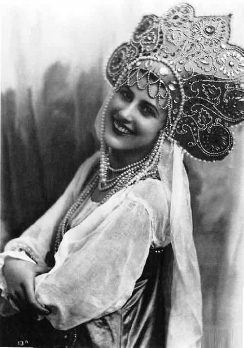 """На этой фотографии """"Мисс Россия"""" 1932 года - Нина Поль, 19 лет"""