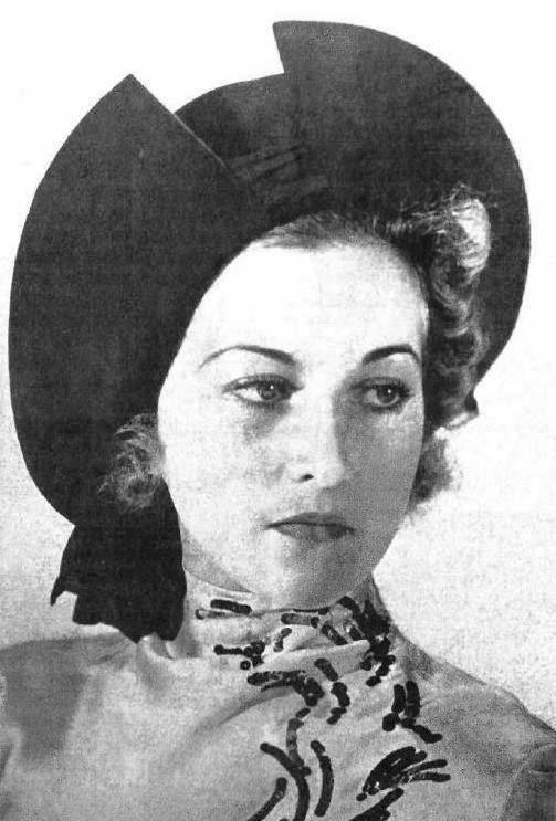 После революции ее семья сначала переехала в Германию, а затем во Францию