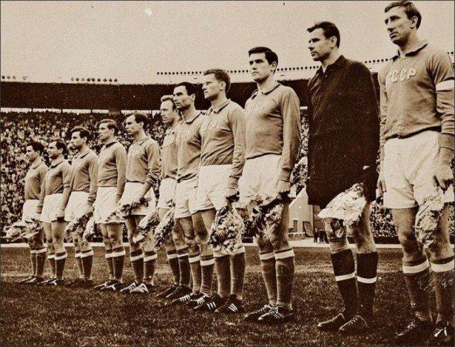 Сборная СССР по футболу перед матчем с Уругваем. 1962 год