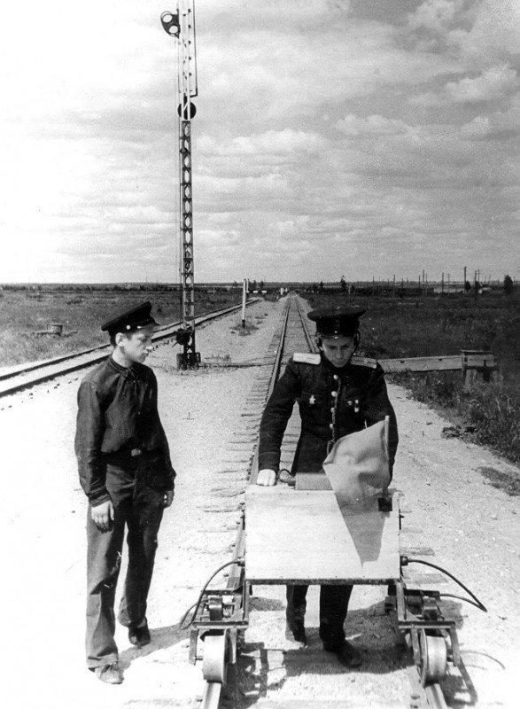 Инспекция пути на Малой Октябрьской железной дороге. 1950 год
