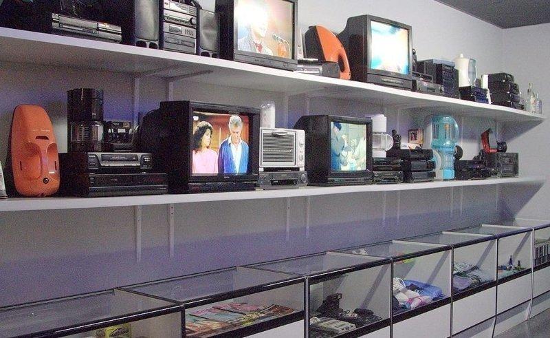"""В """"комиссионках"""" можно было купить новые телевизоры, книги, одежду"""