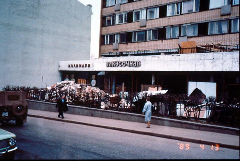 До открытия практически культового ресторана, на этом месте работало обычное кафе для советских граждан.