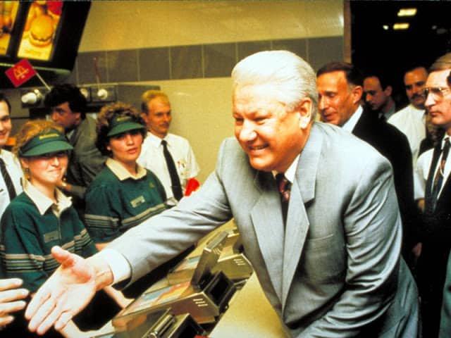 Власти СССР приветствовали первый зарубежный ресторан в России личным присутствием на его открытии.