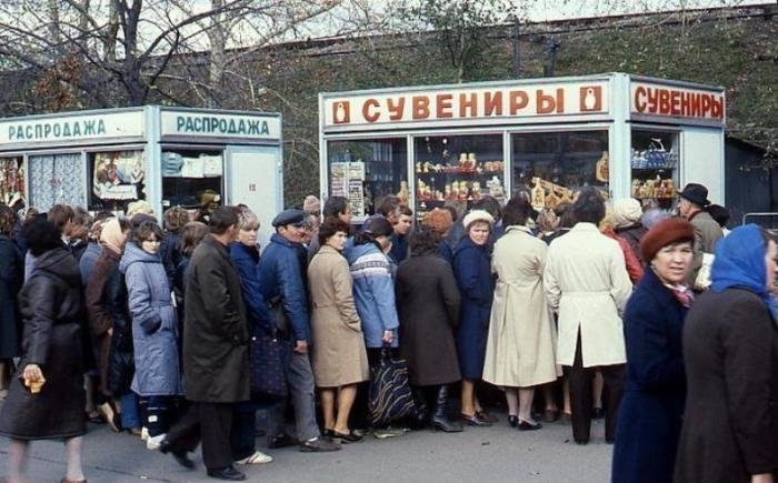 Удивительно, но советские граждане были неимоверно падки на все новое и блестящее