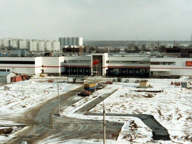 «Макдоналдс» хорошо подготовился к приходу в СССР. Перед тем, как открыть ресторан, компания построила завод по выпуску булочек.