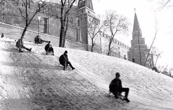 Народные гуляния москвичей у Кремля, 1960-е