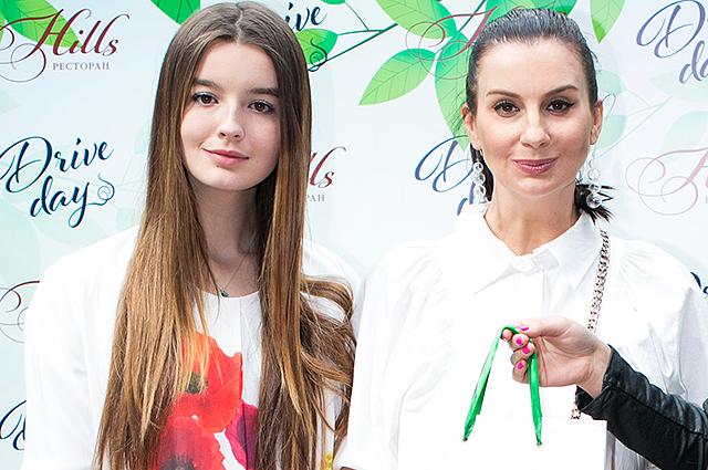 Екатерина Стриженова с дочкой
