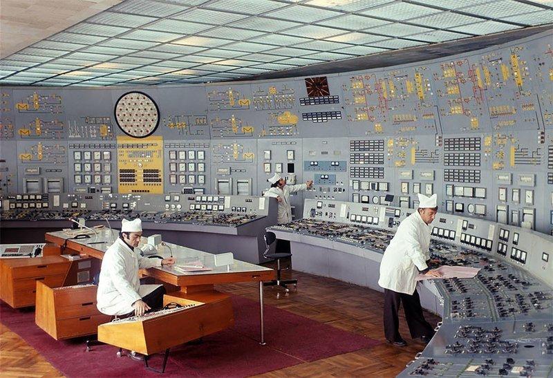 Вот так когда-то очень давно работали советские управленцы. Было что-то очаровательное в этих диспетчерских.