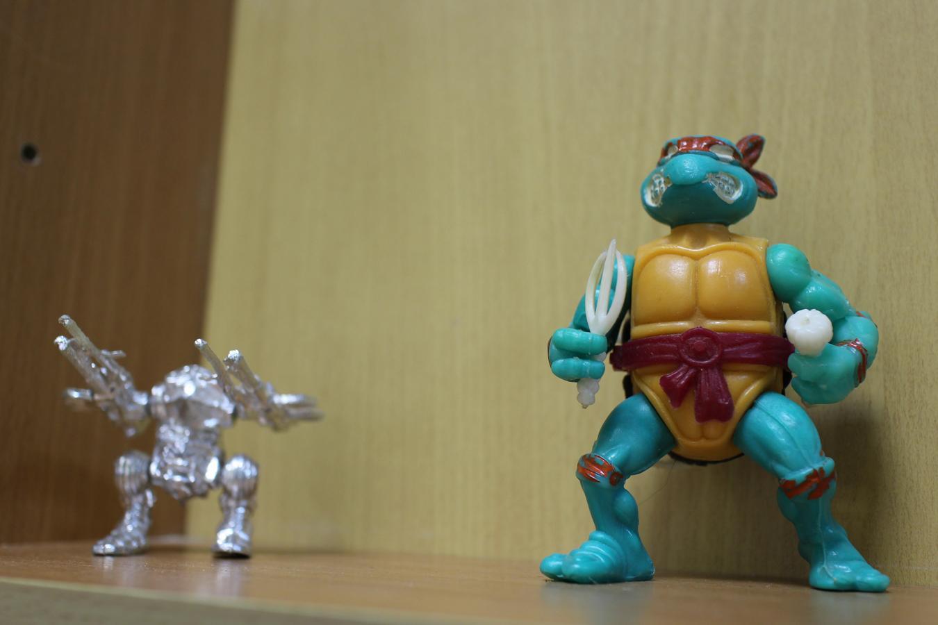 Дети также обожали играть в таких пластиковых трансформеров, особым шиком было заполучить черепашку-ниндзя