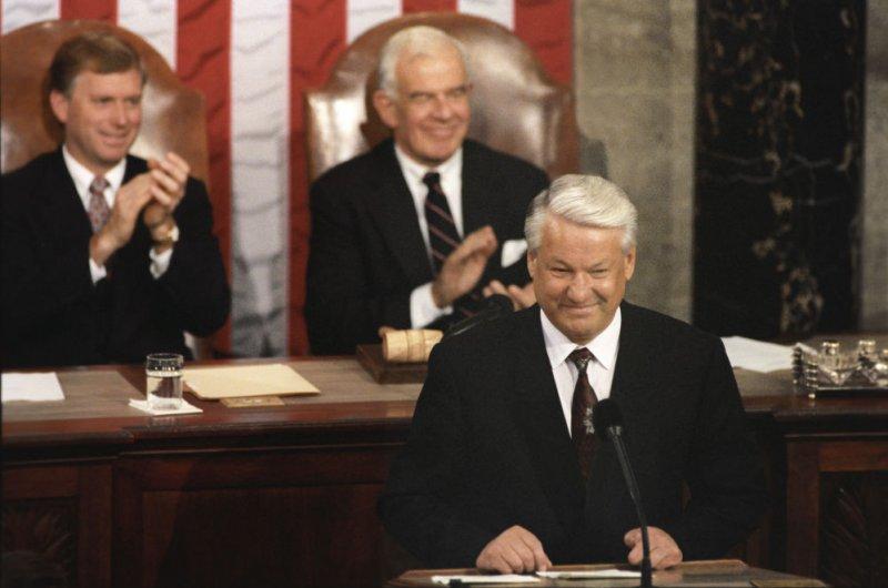 «Господи, благослови Америку!»: Что сказал Ельцин в конгрессе США?