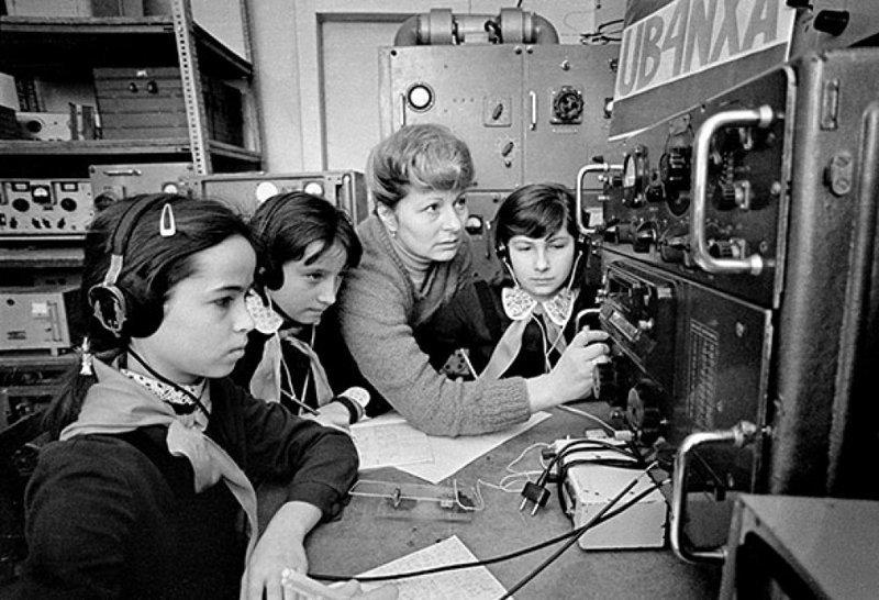 """Радиотехнический кружок, где все девчонки хотели быть похожи на """"радистку Кэт"""""""