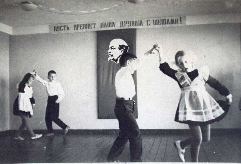 Танцы на фоне Ильича, в СССР устраивать пляски перед портретом Ленина было обычным явлением