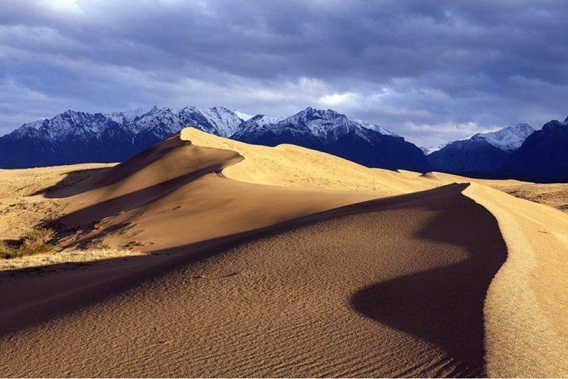 Окруженные тайгой и болотами Чарские пески, Забайкальский край