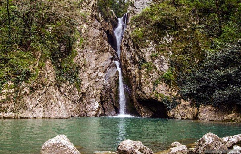 Легкодоступные Агурские водопады в Сочи
