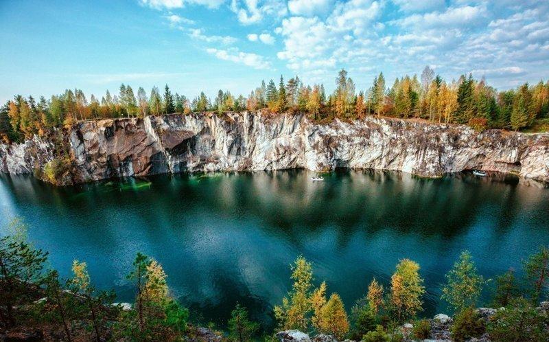 Мраморный каньон Рускеала в Карелии, где когда-то добывали мрамор