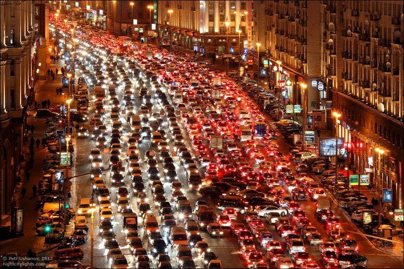 А это город-герой Москва, где пробки одержали сокрушительную победу
