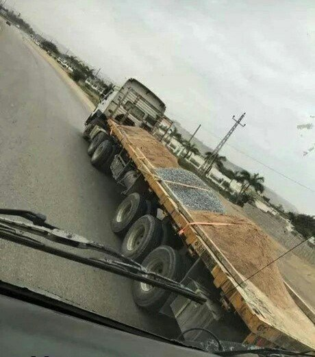 Водитель этого грузовика сопромат не учил
