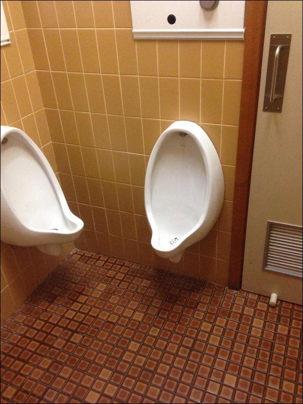 Семейный туалет: муж и жена - одна сатана