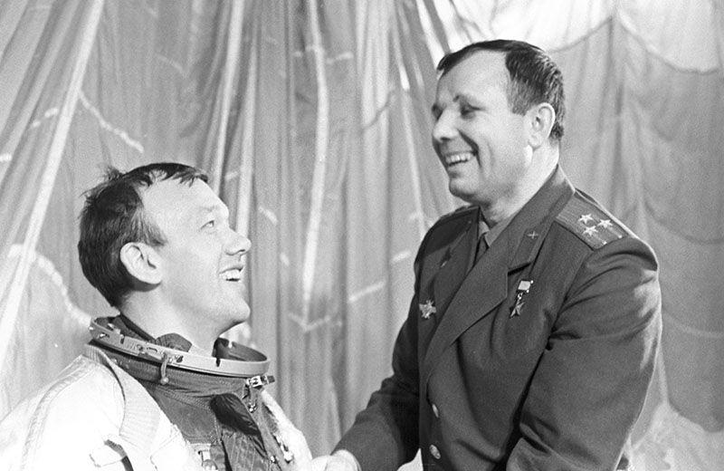 2. Почти все дети в Советском Союзе хотели быть космонавтами, а когда добивались своей цели - безудержно хохотали