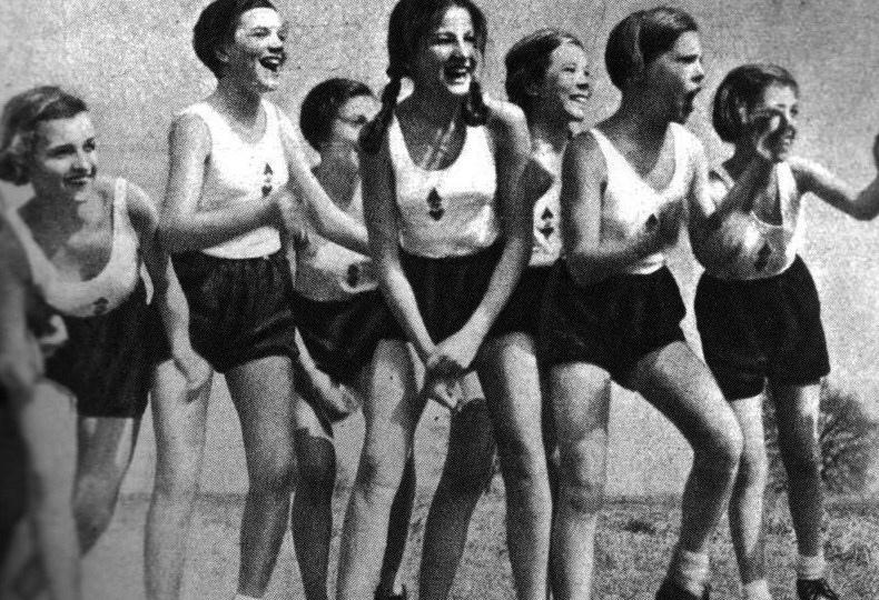 5. В СССР любили заниматься спортом, а когда занимались - всегда улыбались