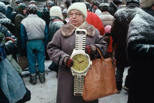 В начале 90-х люди продавали все, что могли найти у себя в закромах. Не от жадности, а чтобы выжить
