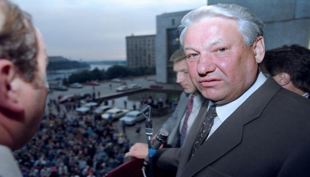 Борис Ельцин привлекал к себе внимание миллионов, в его личности видели надежду на перемены