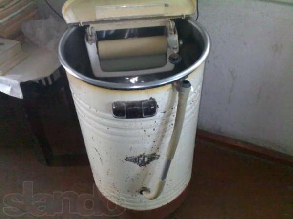 Кто родился в СССР, сразу угадают, что это - стиральная машинка