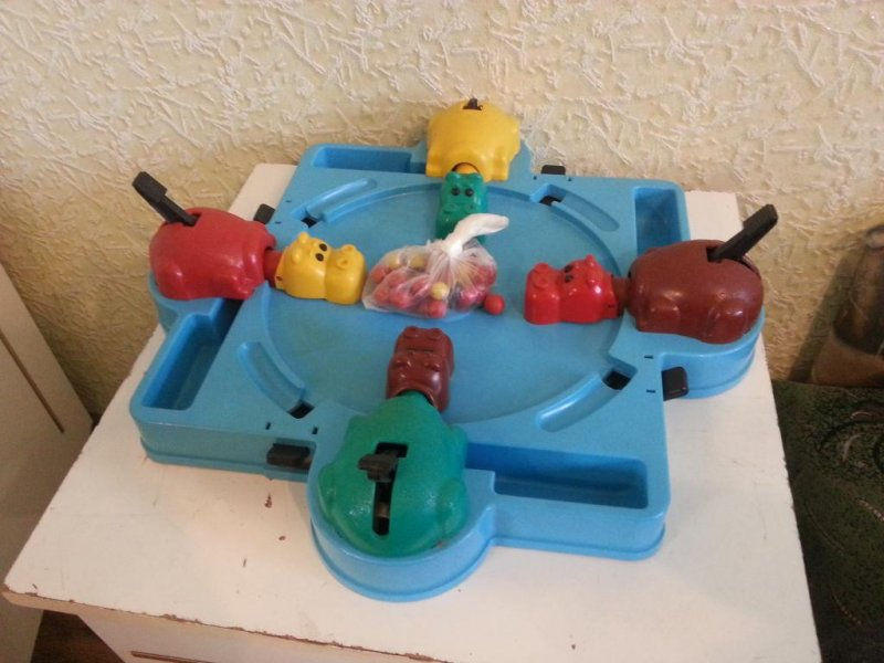 Забавная игрушка из детства. Если будет ядерная война - то в бункер возьму только ее