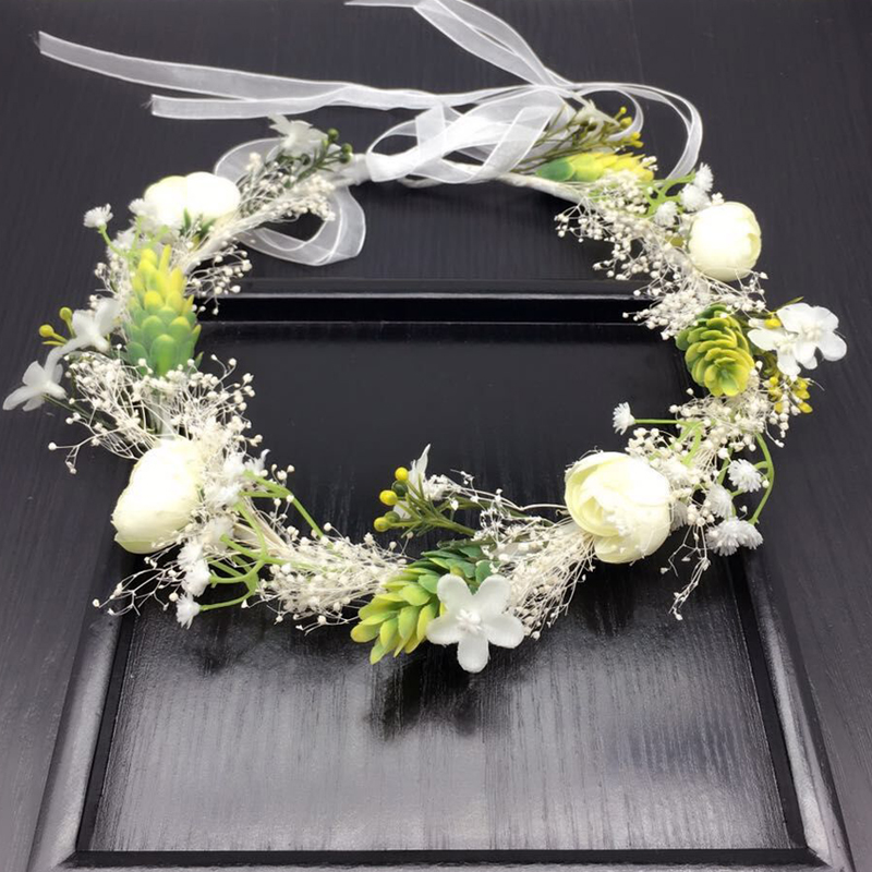 К свадьбе обычно готовили 2 венка — для жениха и невесты.