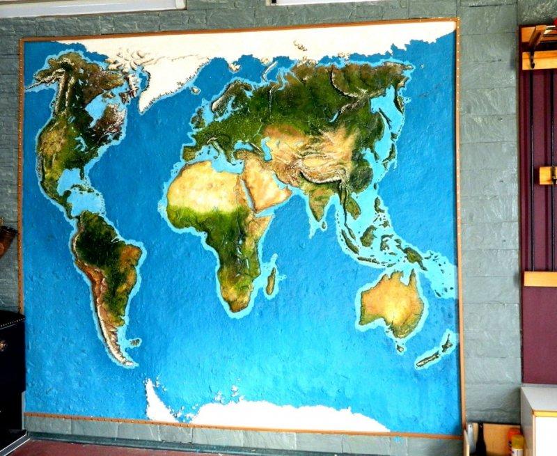 Вот такая шикарная карта получилась у владельца гаража... гараж, картины, художник, юмор