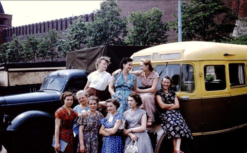 Девушки и автомобили, время идет, а традиции не меняются