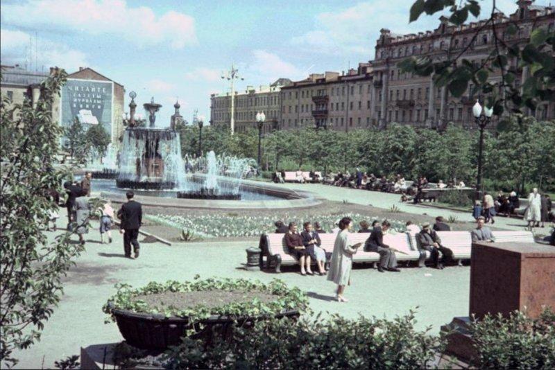 Многие площадки, где будут построены известные здания, еще пусты