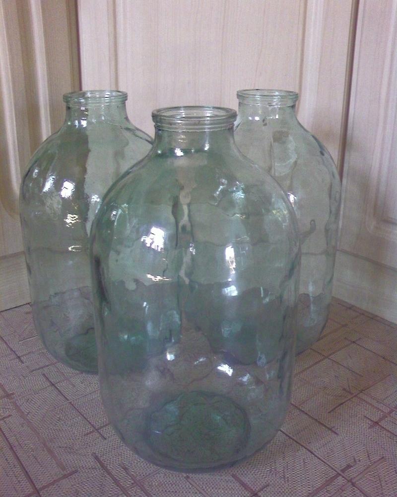 А вот такие 10 литровые банки часто использовали под огурцы или домашнее вино