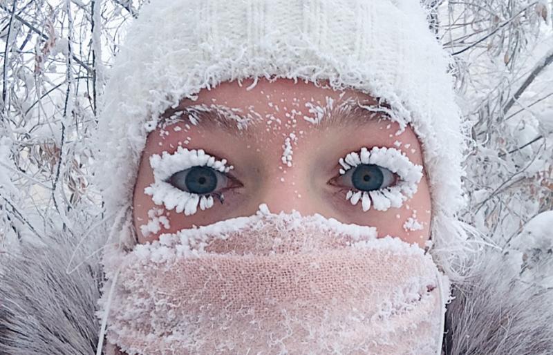 Зима красит девушек румянцем, а реснички - инеем